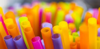 USA: A Californian Bill Mistakenly Suggests Jail For Handing Out Unsolicited Drinking Straws