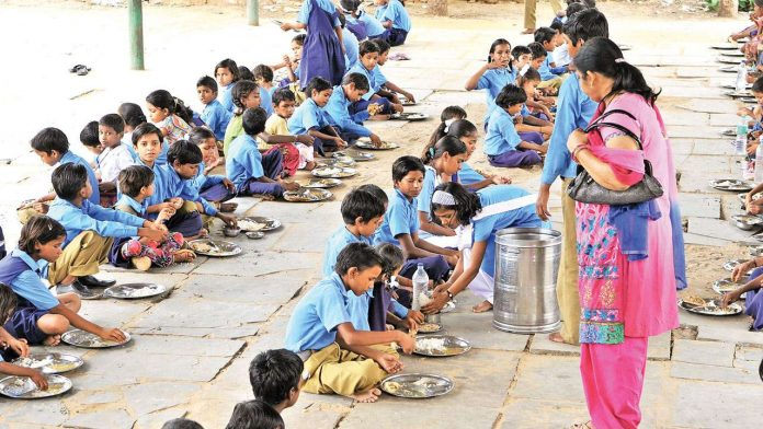 Mid-Day Meals project for school kids in Bihar gets Govt grant of Rs.5000