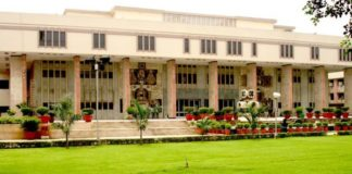 Lawyers approach the High Court to extend the benefit of Chief Minister's Advocates Welfare Scheme